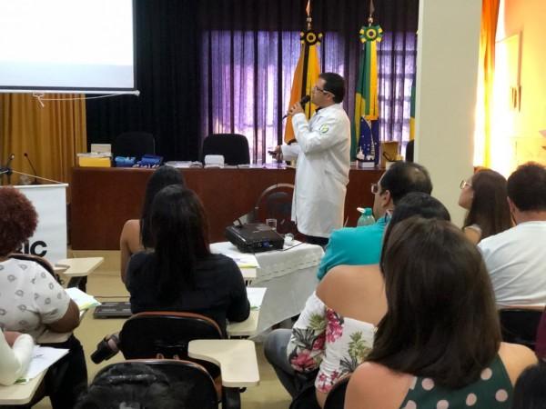 Profissionais e estudantes aprendem sobre tratamento ao paciente com diabetes em curso promovido pelo CRF/SE